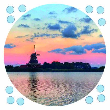 ansichtkaart molen bij kleurende lucht