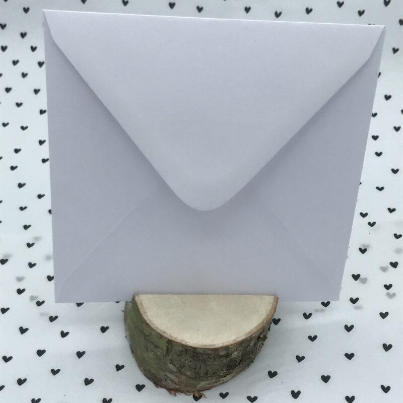 witte envelop 15,5 bij 15,5 cm
